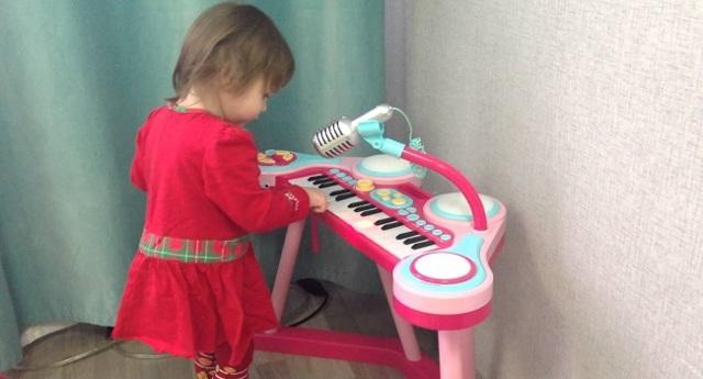Синезатор с микрофоном надолго займёт ребёнка