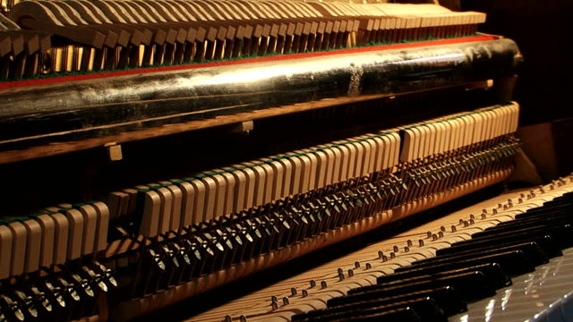 Каково устройство пианино