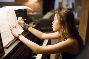 Как научить взрослого играть на фортепиано?